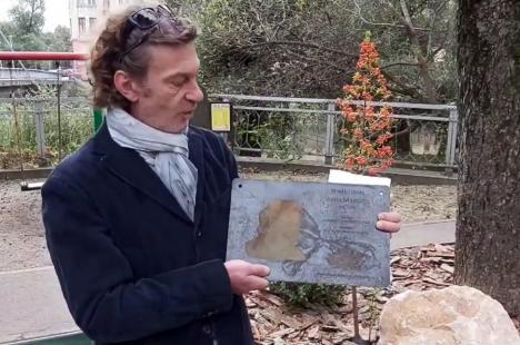 În memoria Annei Marossy: O plăcuţă comemorativă a fost amplasată în Parcul Libertăţii, pentru omagierea reputatului biolog