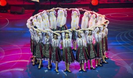 """'Din suflet de român': Ansamblul Crişana concertează de 1 Decembrie, alături de Ansamblul """"Joc"""" din Republica Moldova"""