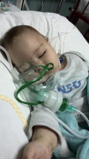 Un bebeluş de 7 luni, bolnav de rujeolă, este în stare gravă la Spitalul Municipal din Oradea. Părinţii acuză doctorii că ar fi ascuns riscul de îmbolnăvire (FOTO)