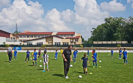 Un tehnician italian de la AC Milan a susținut antrenamente demonstrative la LPS Bihorul (FOTO)