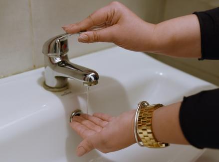 Termoficare Oradea: Se întrerupe furnizarea apei caldede la mai multe puncte termice, din cauza unei avarii