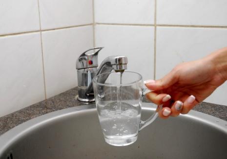 Orădenii de pe mai multe străzi rămân luni fără apă!