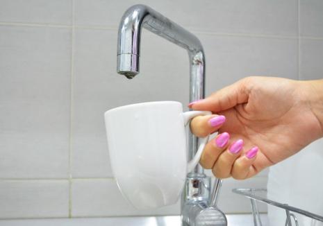Locuitorii de pe două străzi din Oradea rămân joi fără apă