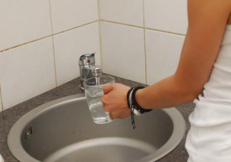 Faceți-vă provizii! Locuitorii de pe mai multe străzi din Oradea rămân marți fără apă