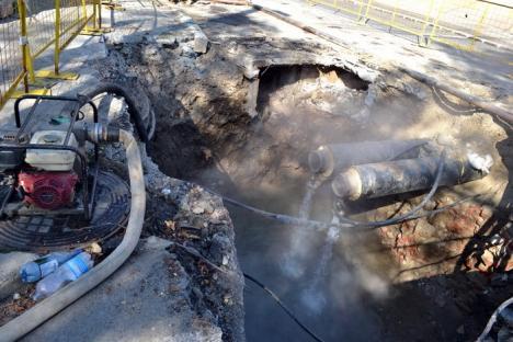 Golirea magistralei de termoficare din strada Mihai Eminescu a umplut de apă fiebinte străzile vecine (FOTO)
