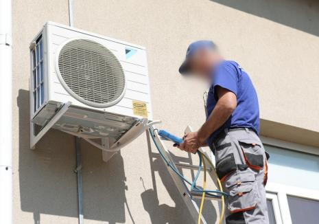 Un comerciant din Salonta a vrut să-şi monteze un aparat de aer condiţionat în magazin şi a rămas fără el. Vezi ce s-a întâmplat!