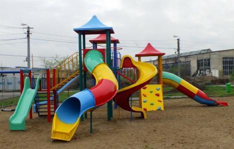 Periculoase pentru copii! Două locuri de joacă din Bihor, închise de OPC