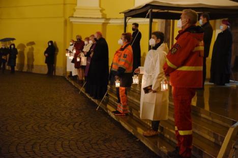 Moment emoţionantla catedrala romano-catolică din Oradea: Prima lumânare de Advent a fost aprinsă de medicul Béres Zsolt de la SMURD (FOTO / VIDEO)