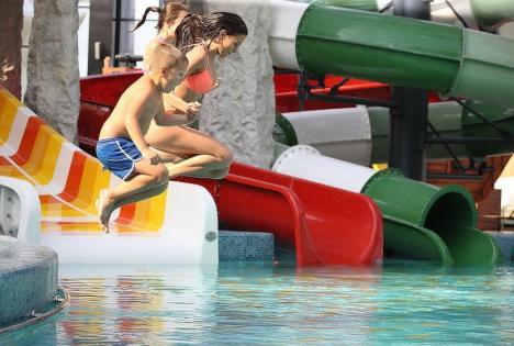 Aquaparkul Nymphaea, Zoo şi Ştrandul Ioşia, program normal în minivacanţă