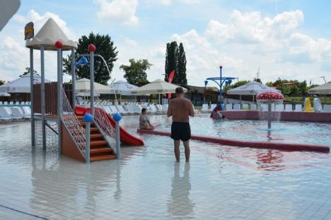 Pustiu la Aquapark: Doar câteva sute de orădeni au mers în prima parte a zilei la Nymphaea Aquafest (FOTO / VIDEO)