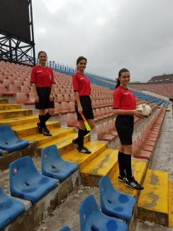 Uite cine fluieră! Trei tinere şi frumoase bihorence fac legea într-o lume a bărbaţilor, ca arbitre de fotbal (FOTO)