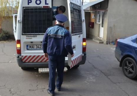 Tânăr de 18 ani, arestat, după ce a tâlhărit cinci copii într-un parc din Oradea