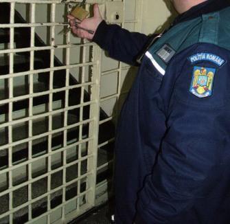 Un orădean a fost arestat după ce şi-a violat fiica bolnavă psihic