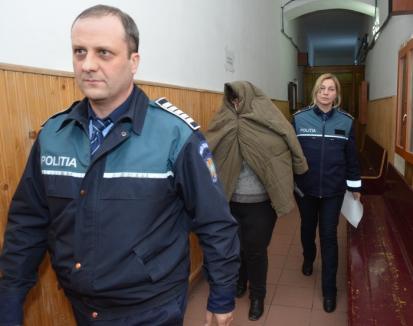 Conferenţiarul Viorica Banciu de la Universitatea Oradea, arestată pentru şpagă, a pretins 800 euro pentru 3 lucrări de licenţă