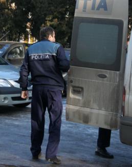 Un poliţist băut şi cu permisul suspendat a intrat cu maşina în stâlp