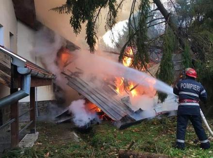 Incendiu la Dobrești: a ars acoperișul clădirii Ocolului Silvic