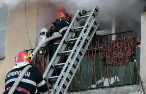 Incendiu la o vilă din Bratca. Sufrageria locuinţei s-a făcut scrum, de la un coş de fum