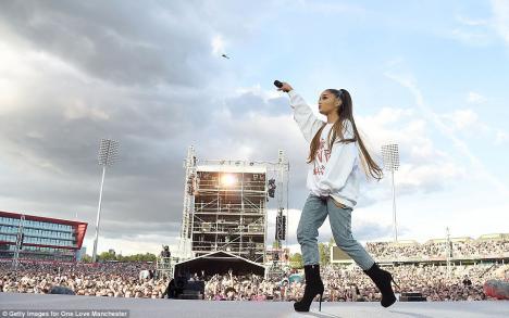 Peste 10 milioane de lire sterline adunate la concertul caritabil din Manchester pentru victimele terorismului (VIDEO)