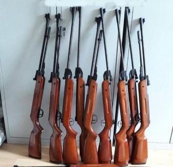 Modificări la regimul armelor: Vânătorii sunt obligaţi să se înscrie într-o asociaţie, iar armele neletale nu pot fi purtate de cei băuţi