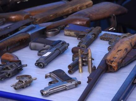 Poliţiştii au confiscat 143 de arme şi au anulat peste 500 de permise de port-armă de la începutul anului