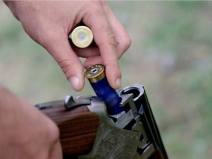 Titularii permiselor de armă vizate în 2005, chemaţi la control