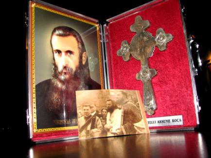 Cum vrea Biserica Ortodoxă să rezolve scandalul cu orădenii patroni ai mărcii Arsenie Boca: urgentează canonizarea preotului!