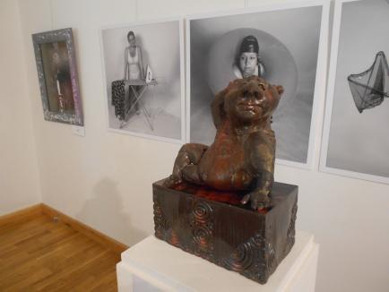 'Există ceva mai grotesc decât fiinţa umană?' Expoziţia de artă grotescă a fost deschisă la Muzeul Ţării Crişurilor (FOTO)