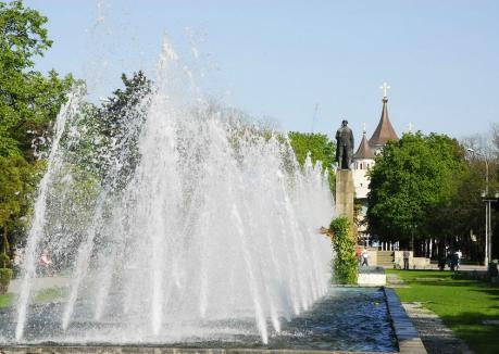 Fântână muzicală, cu jocuri de apă şi lumini, dar și un amfiteatru înlocul bazinelor din Parcul 1 Decembrie din Oradea