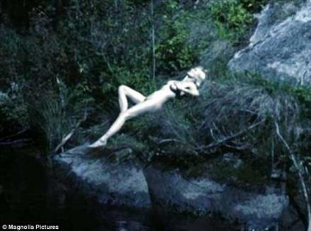 Kirsten Dunst, complet goală în noua sa peliculă