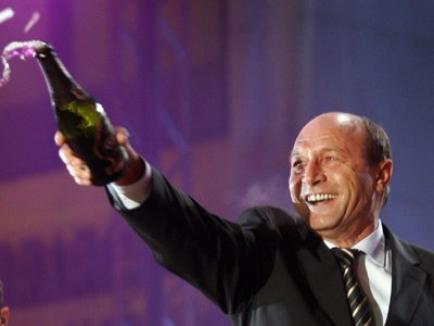 Țara arde, baba se piaptănă: Băsescu dă chef de Ziua Europei