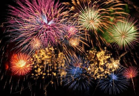 Concert simfonic cu focuri de artificii în parcul Palatului Baroc