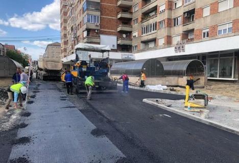 Bulevardul Magheru a fost asfaltat parţial deasupra pasajului subteran (FOTO)
