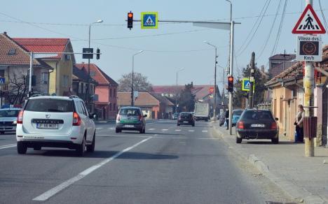 Atenţie şoferi! Circulaţia prin Sânmartin se restricţionează la o bandă pe sens pentru lucrări de asfaltare la DN 76