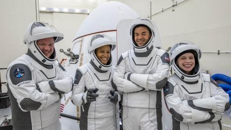 Sejur inedit: Compania lui Elon Musk trimite turişti 3 zile în spaţiu
