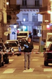 Atac în Paris, revendicat de ISIS: Două persoane, inclusiv atacatorul, au murit (FOTO)
