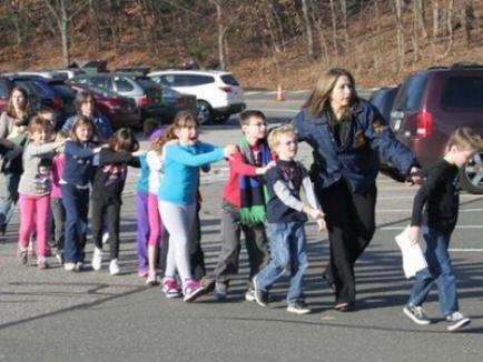 Masacru în SUA: 30 de morţi, majoritatea copii, în urma unui atac armat într-o şcoală