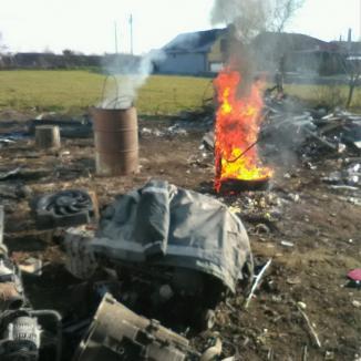 Localnic din Nojorid, amendat pentru că şi-a făcut acasă un atelier clandestin de dezmembrări auto (FOTO)