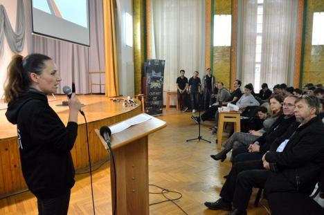 Şi filologii pot face roboţi! Lecţie deschisă de robotică, la Colegiul Mihai Eminescu (FOTO)