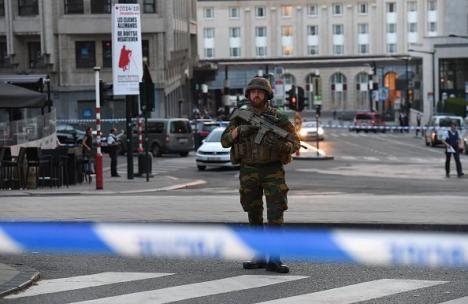 Alertă teroristă la Bruxelles: Un individ care avea asupra sa o centură explozivă, împuşcat de poliţişti (VIDEO)