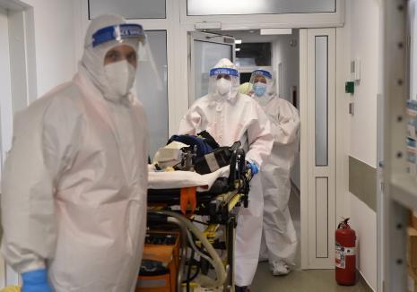 O nouă creştere alarmantă a cazurilor Covid în Bihor: peste 100 de îmbolnăviri într-o singură zi. Doi bihoreni infectaţi au decedat