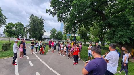 Maratonistul Marius Ionescu, în mijlocul micilor atleți de la LPS Bihorul (FOTO)