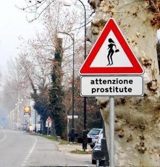 Indicatoare în Italia: Atenţie, curve!