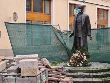 Protecţie pentru toţi: Aurel Lazăr s-a trezit cu mască peste figură (FOTO)