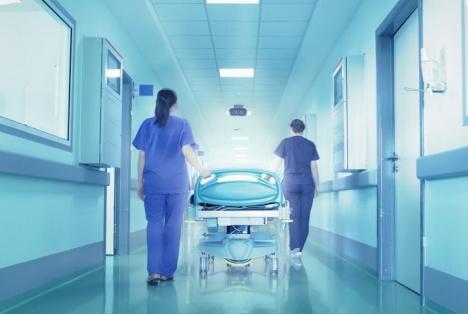 O româncă a murit în Spania, după ce a aşteptat 12 ore la spital, fără să primească îngrijiri medicale