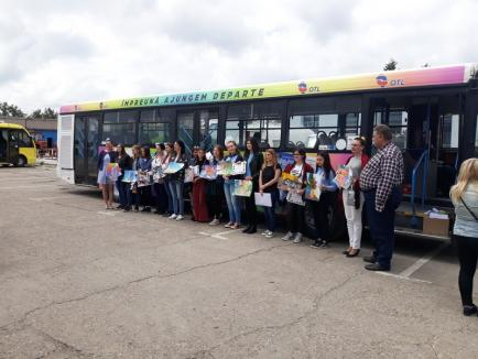 Autobuzul Copiilor: Elevii care au decorat cu desenele lor autobuzul dedicat copiilor, premiați de OTL (FOTO)