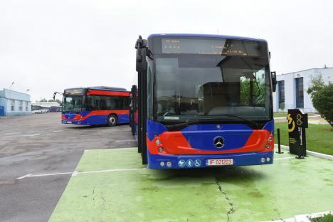 OTL: Autobuz vandalizat pe traseu