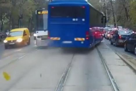 Jandarm, pericol public: Autocar al Ministerului de Interne filmat mergând pe contrasens! (VIDEO)