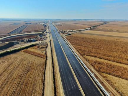 Autostrada în Bihor: Prefectul Mihaiu anunţă că au început asfaltările şi adaugă un 'Doamne ajută!' (FOTO / VIDEO)