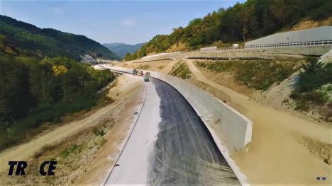 La ei se poate: Serbia construieşte, fără bani europeni, o autostradă prin munţi, într-o zonă asemănătoare cu Valea Oltului (FOTO / VIDEO)