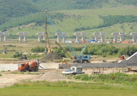 Facem noi documentaţiile! Primăria vrea să scurteze cu o jumătate de an execuţia drumului care va lega Oradea de Autostrada Transilvania